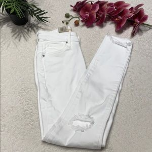 🌸 White distressed Levi's jeans size 24🌸